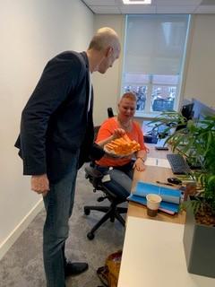 Wethouder Remco Duijnker op bezoek bij Dienstverlening in coronatijden