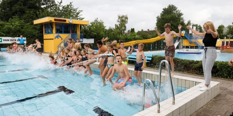 Hoornse zwembaden weer open