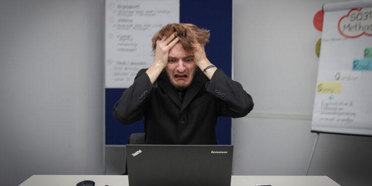 Hoorn gaat gedupeerde ondernemers bellen; 'Zelf hulp vragen is moeilijk'