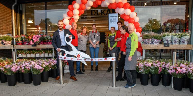 Eerste overgenomen Deen als Dekamarkt geopend in Waarland