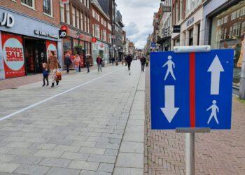 Meer toezicht op naleving coronamaatregelen in drukke winkelgebieden