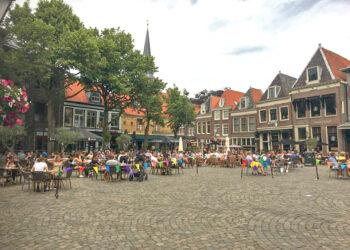 75 horecaondernemers mogen terras in Hoorn vergroten; Kans op permanente verruiming 2022