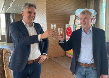 Contract herontwikkeling terrein Koenis getekend; Ruimte voor supermarkt en 40 appartementen in centrum Opmeer